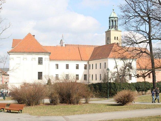 Galerie U Jakoba se přestěhovala do areálu Minoristského kláštera.