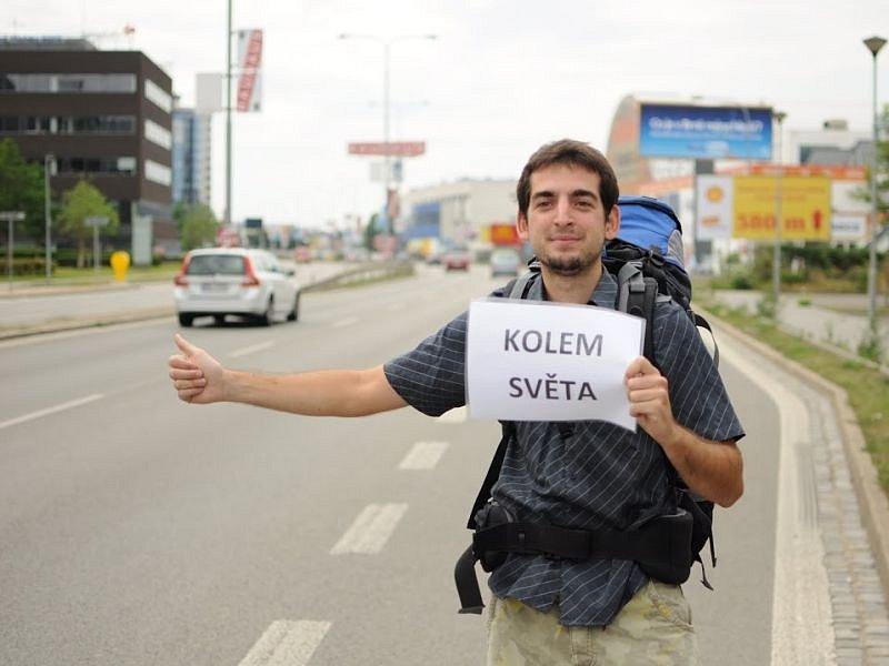 Osmadvacetiletý Pavel Klega v neděli odpoledne opustí Hlučín a vydá se na dlouhou cestu, při které by během tří let chtěl objet celou zeměkouli.