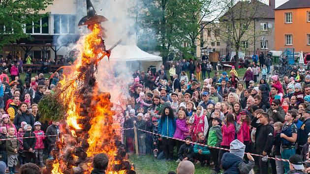 """Tradiční pálení čarodějnic proběhlo v Restauraci """"Na Sokolce"""" Opava."""