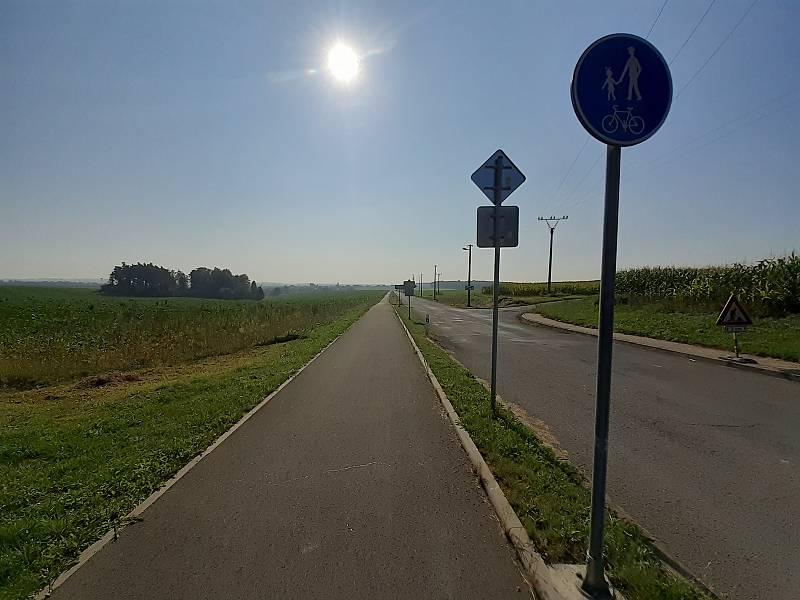 Cyklostezka na místní část Vrbku.