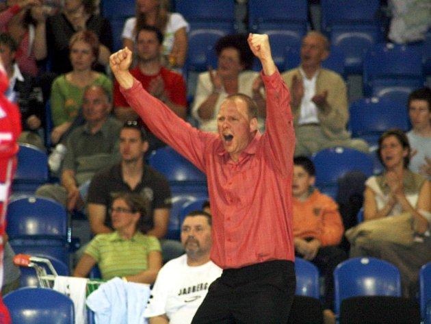 Opava zvládla i druhé domácí semifinálové utkání. Hala mohla svlavit. Uzdu svým emocím popustil i trenér Martin Demar.