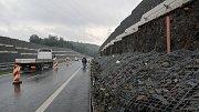 """Část gabionové stěny se na """"jedenáctku"""" sesunula v září 2017."""
