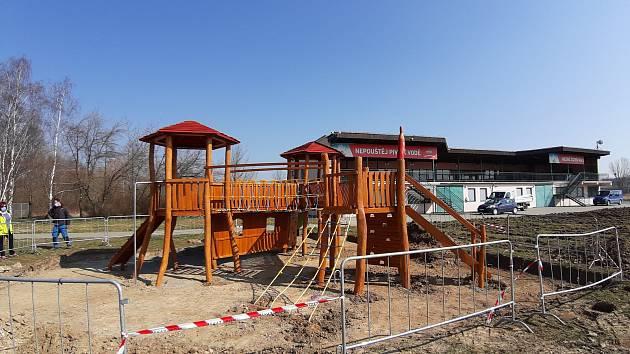 Štěrkovna je sice aktuálně nepřístupná, i tak už se zde ale připravuje letní sezona.