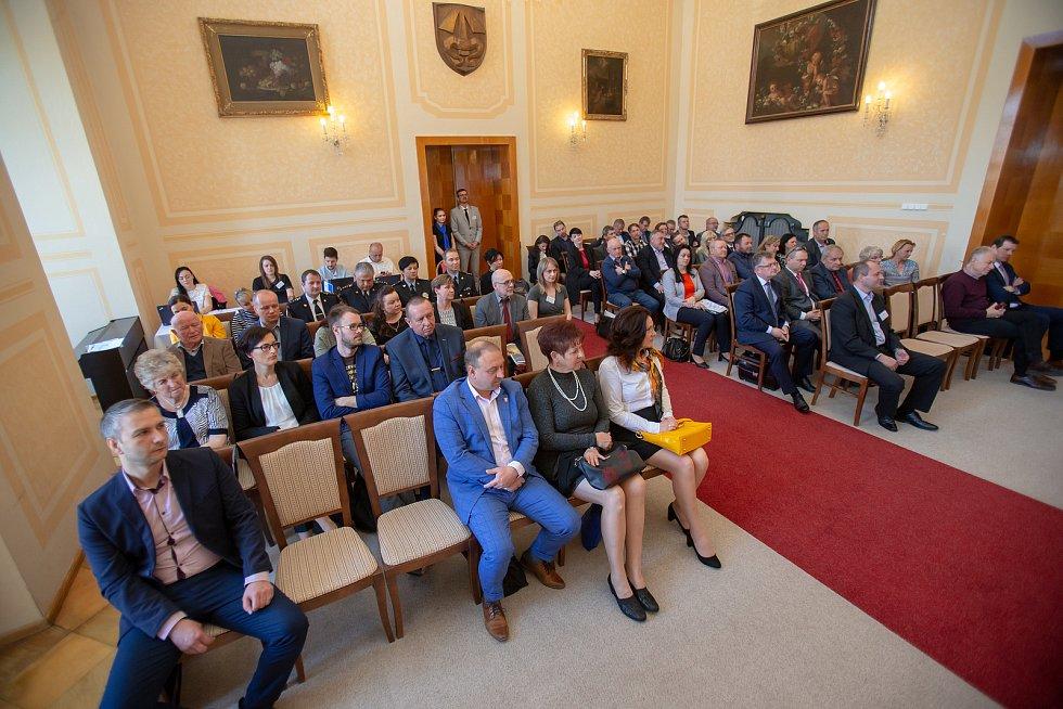 Setkání Sdružení obcí Hlučínska, 17. dubna 2019 v Kravařích. Na snímku učastníci setkání obcí.