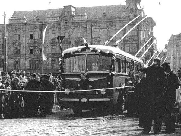 Trolejbusy definitivně nahradily zastaralou tramvajovou dopravu vroce 1956.