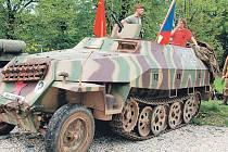 Takto vypadal v roce 1945 hakl, který zůstal po bojích nepojízdný v Hrabyni.