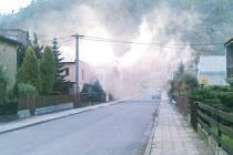 To nehoří, to jen obyvatelé a majitelé rodinných domků v Hradci nad Moravicí zatopili. Fotografie byla pořízena před několika dny v lokalitě Pod Hanuší.