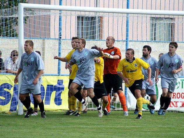 Zdeněk Staněk (uprostřed) patřil ke klíčovým postavám Kravař v zápase s Bohuslavicemi.