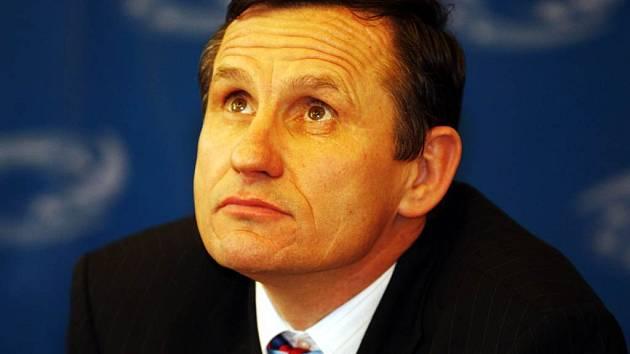 Vícepremiér Jiří Čunek prý v roce 1998 uložil v opavské bance milion korun.