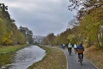 Před několika dny byla v Hradci nad Moravicí úspěšně otevřena nová část cyklostezky číslo 551, která vede v bermě řeky Moravice.