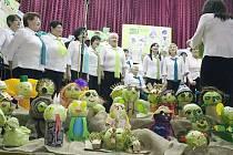 Otické zelné slavnosti každoročně zahajuje vystoupení Ženského pěveckého sboru.