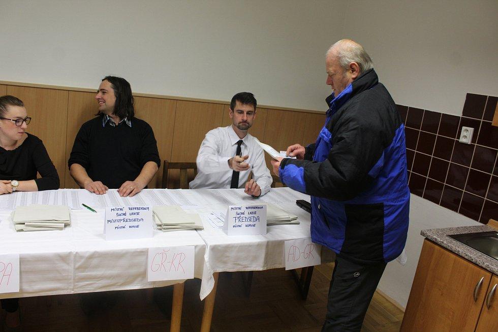 O zapojení se se do referenda byl mezi občany Suchých Lazců velký zájem.