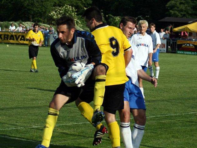 Fotbalisté Kravař v domácím střetnutí přehráli favorizovaný Hulín.