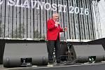 V sobotu pokračovaly v areálu Městské sportovní haly dvoudenní Havířovské slavnosti. Na snímcích Yvetta Simonová a Josef Zíma.