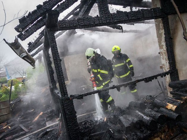 Požár zahradního domku s pergolou zaměstnal 8. května v Háji ve Slezsku celkem čtyři jednotky hasičů.