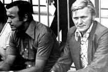 Evžen Hadamczik trenérská legenda na lavičce Opavy společně se svým asistentem Větrovcem.