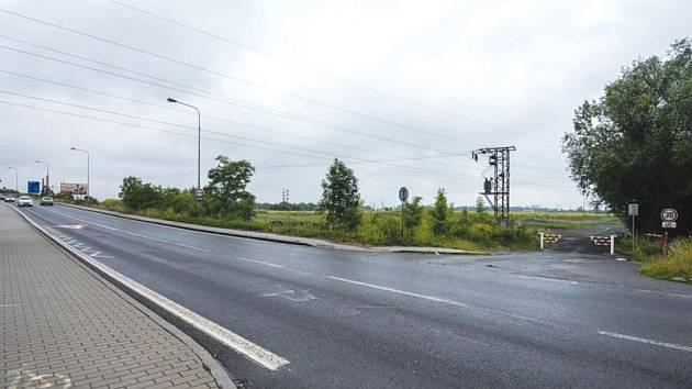 Chystané outletové centrum mezi dálnicí D1 a řekou Odrou by mělo být dopravně napojeno na Hlučínskou ulici (na snímku místo napojení).