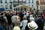 Beseda s prezidentem už probíhá. Na Mírovém náměstí v Hlučíně je několik stovek lidí.