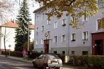 Byt. Pro maminku se synem, kteří mají český původ, vyčlenilo město Hlučín byt 2+1.