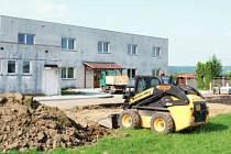 Nové parkoviště v Hlučíně se už buduje.