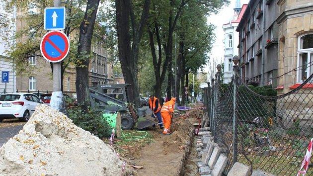 Chodníky mají být postupně rozkopány ve více částech města.