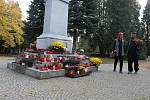 Dušičky v Opavě, pátek 2. listopadu 2018. Na městský hřbitov proudily zástupy lidí.
