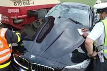 Při srážce vlaku s osobním autem na přejezdu v Oticích na Opavsku se v sobotu odpoledne zranila řidička vozu.