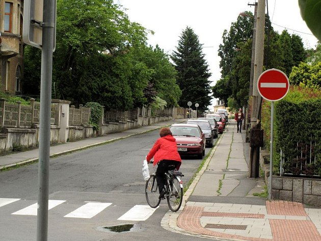 Pokud sednete na bicykl a vyrazíte Opavou, mějte na paměti, že se stáváte vysoce ohroženým druhem, a že se domů už nemusíte vrátit živi a zdrávi.