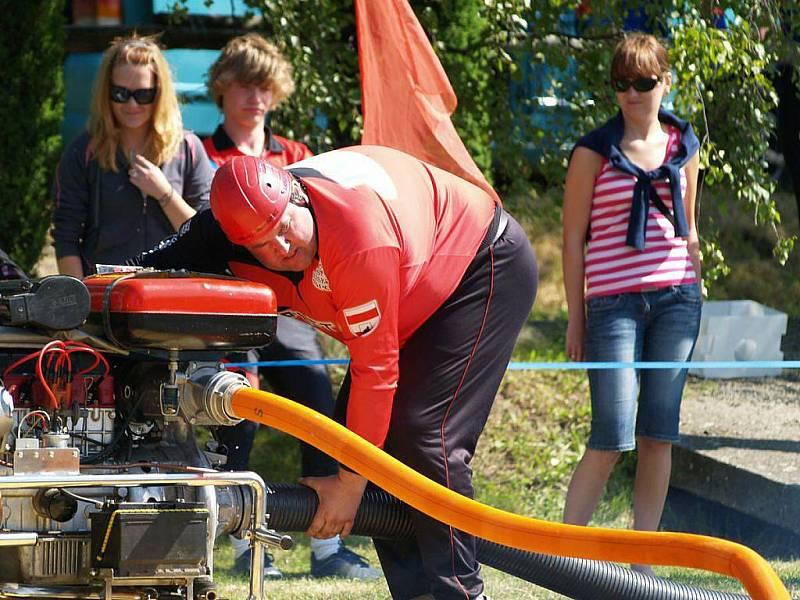Čtvrté kolo Extraligy hasičů v požárním sportu v Radíkově.