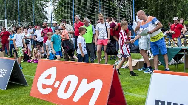 Fotbalová hřiště areálu Za Koupalištěm v Opavě se stala dějištěm velkého turnaje desetiletých fotbalistů s názvem E.ON Junior Cup.