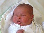František Caloň se narodil 25. října, vážil 4,41 kilogramů a měřil 52 centimetrů. Rodiče Darina a Petr z Nového Jičína mu do života přejí hlavně zdraví. Na Františka se už doma těší sestřička Štěpánka.