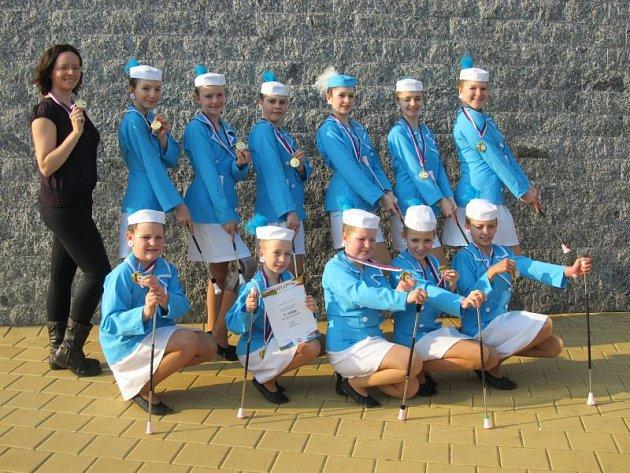 Mažoretky a roztleskávačky z tanečního klubu TK Dancing Roses mají úspěšnou sezonu.