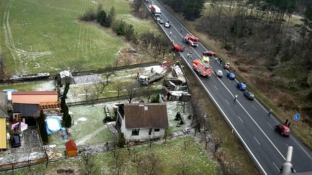 Páteční dopravní nehoda mezi obcemi Nové Sedlice a Hrabyně (poblíž obce Mokré Lazce).
