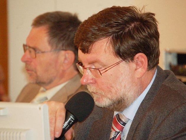 Opavský primátor Zbyněk Stanjura uznal chybu v usnesení a nechal znovu otevřít rozpravu i proběhnout druhé hlasování.