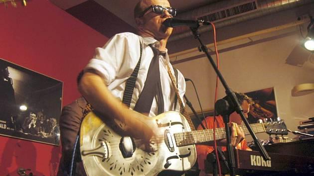 Zpěvák kapely The Sideburns. Londýnská kapela ukončila minulý týden své turné v Opavě a Ostravě. Vyvrcholením bylo natočení jejich druhého cd.