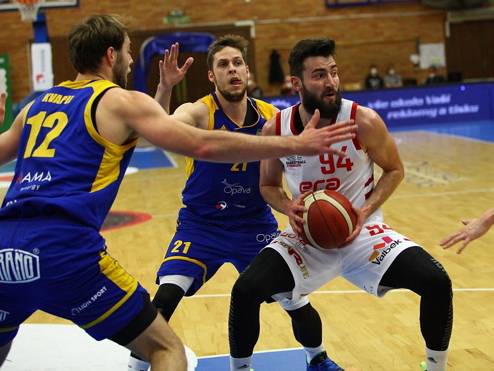 Z basketbalového utkání NBL Nymburk - Opava (87:70). Foto: Tomáš Laš