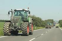 Zemědělci účelově zpomalovali dopravu například na silnici mezi Opavou a Skrochovicemi. Podporu jim troubením či jinými znameními přesto dávali najevo i někteří z neutrálních řidičů projíždějících okolo.