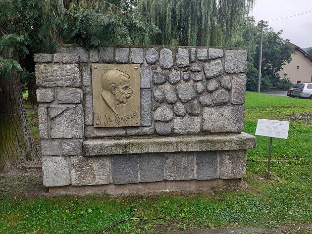 Pomník Petra Bezruče.