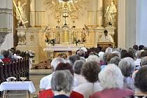 Hradečtí farníci Antonínu Kolářovi poděkovali za jednačtyřicet let duchovní činnosti.