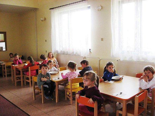 Školka v Hlubočci je v rekonstrukci a děti našly dočasný domov v Obecním domě.