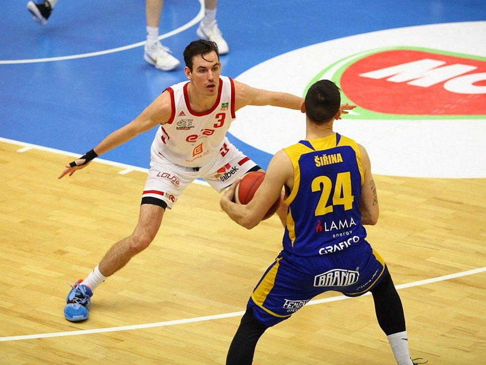 Z basketbalového utkání Kooperativa NBL Nymburk - Opava (87:70). Foto: Tomáš Laš