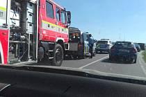 Pondělní nehoda zpomalila provoz mezi Uhlířovem a Oticemi.