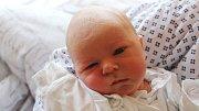 Matěj Melecký se narodil 16. října, vážil 3,31 kilogramů a měřil 49 centimetrů. Rodiče Eva a Martin z Kravař přejí svému prvorozenému synovi do života zdraví, štěstí, Boží požehnání a aby potkával jen samé dobré lidi.