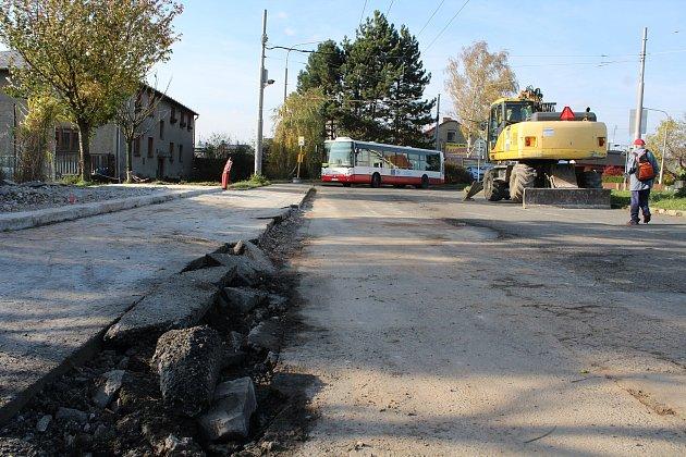 Zbouraná zastávka po nehodě trolejbusu Kateřinky
