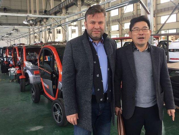 Opavský podnikatel Pavel Brída (vlevo) s čínskými partnery spolupracuje už od roku 1994.