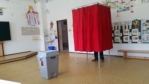 Volební místnost v Píšti.