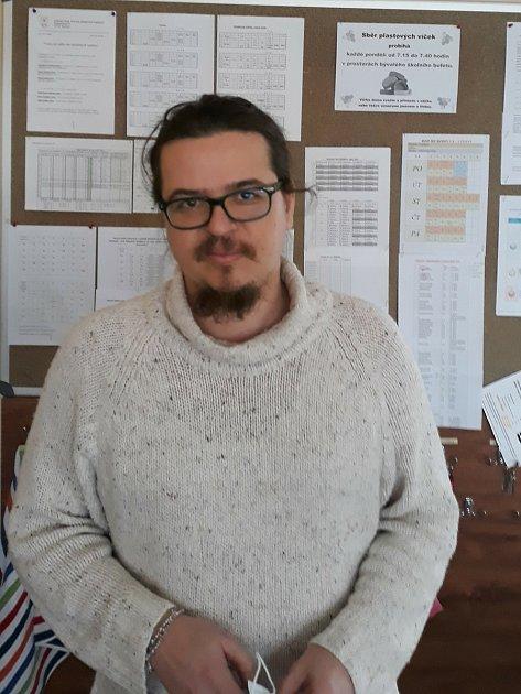 Ředitel ZŠ Kravaře Lukáš Kramný.