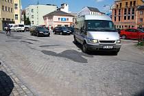 Parkoviště na Masařské ulici se v blízké době opravy nedočká.