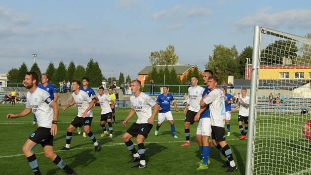 Fotbalisté Dolního Benešova na domácím trávníku remizovali v 9. kole MSFL se Znojmem 2:2.