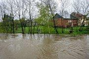 Stav na řece Opavě v Držkovicích, ve čtvrtek 27. dubna okolo dvanácté hodiny. (cca 250 cm)